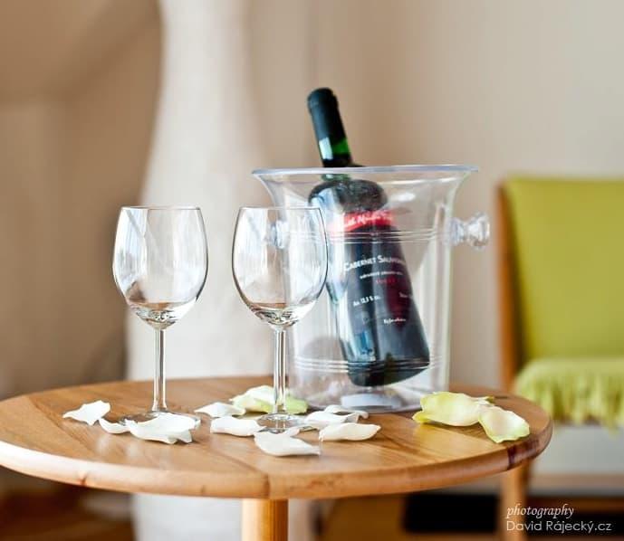 Večerní posezení u vína