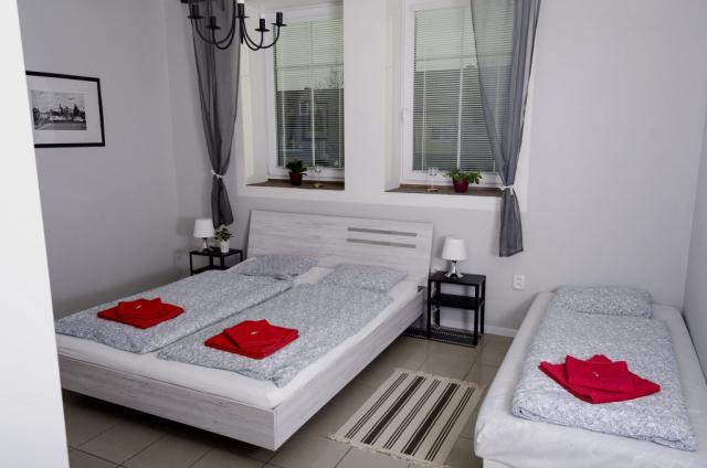 Jednolůžkový pokoj (manželská postel) s přistýlkou